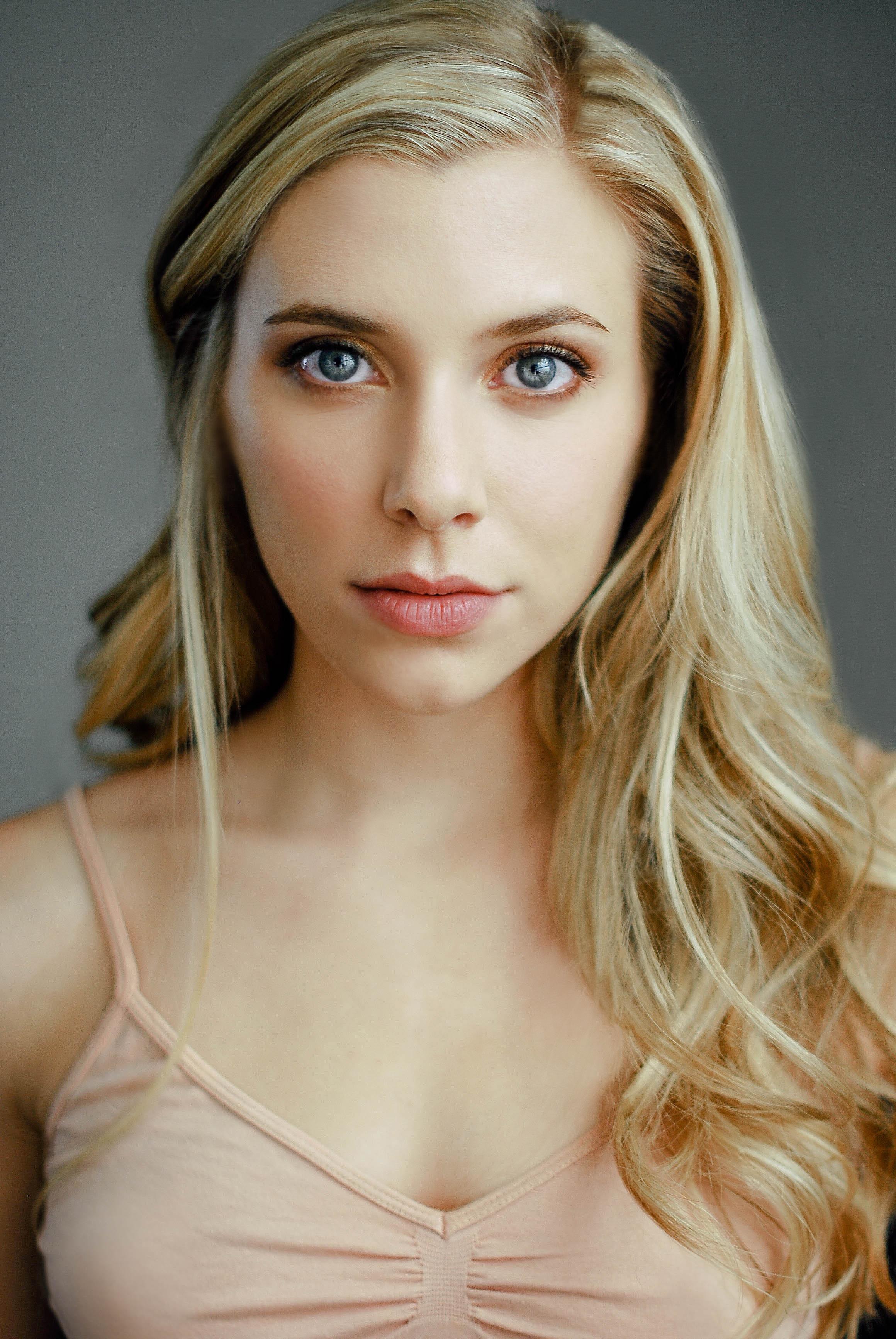 Blonde actress under 20